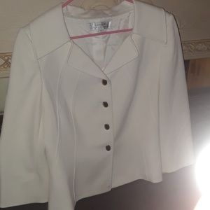 WHITE TAHARI COAT